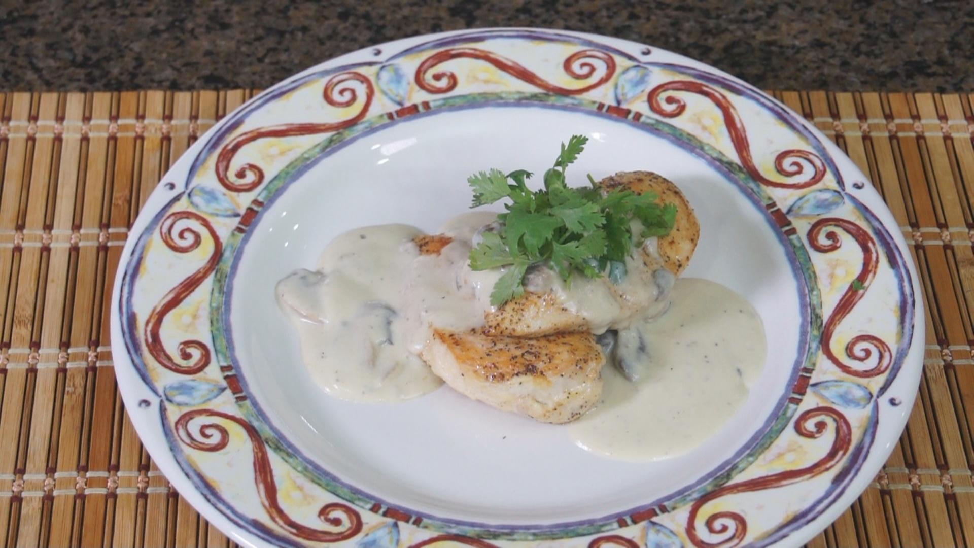 Aprende a cocinar un exquisito pollo en salsa de hongos for Aprender a cocinar